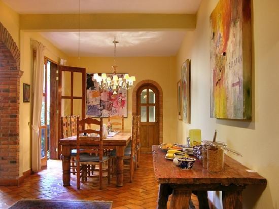Casa Calderoni Bed and Breakfast: Enjoy breakfast overlooking the courtyard.