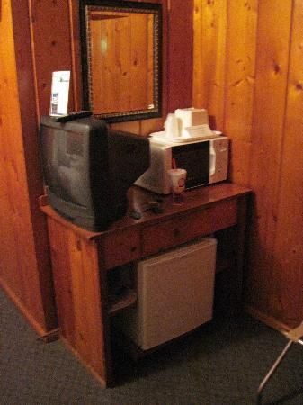 The Cedars Motel: fridge, microwave and tv