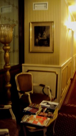 Locanda Ca' del Brocchi:                   upstair hallway