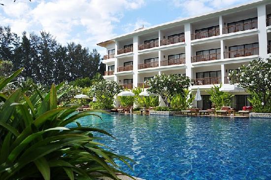 Naithonburi Beach Resort: By the pool