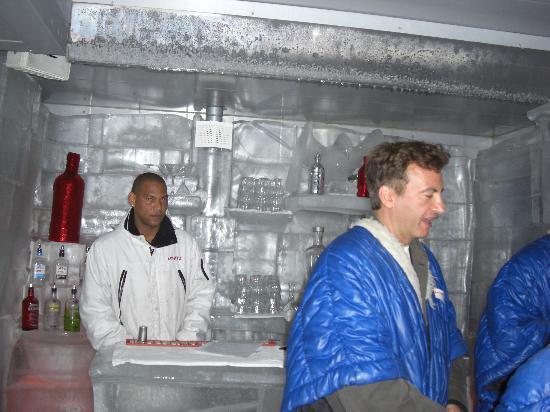 Arctic icebar helsinki vironniemi restaurant reviews for Kiila food bar 00100 kalevankatu 1 helsinki suomi
