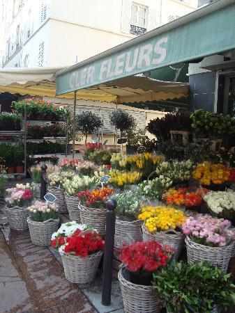 Hotel du Champ de Mars: rue cler fleur