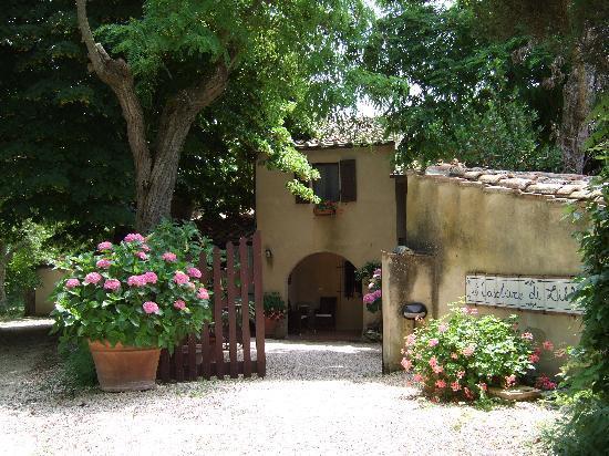 The entrance to Casolare di Libbiano