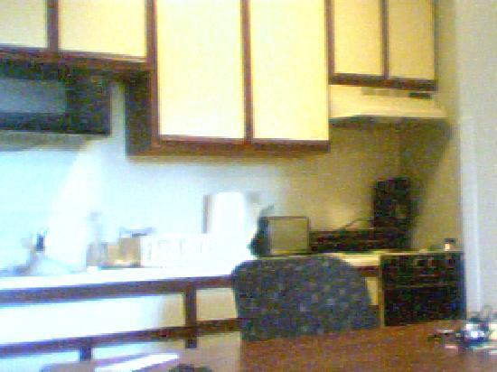 Extended Stay America - Dayton - Fairborn: Table/Kitchen