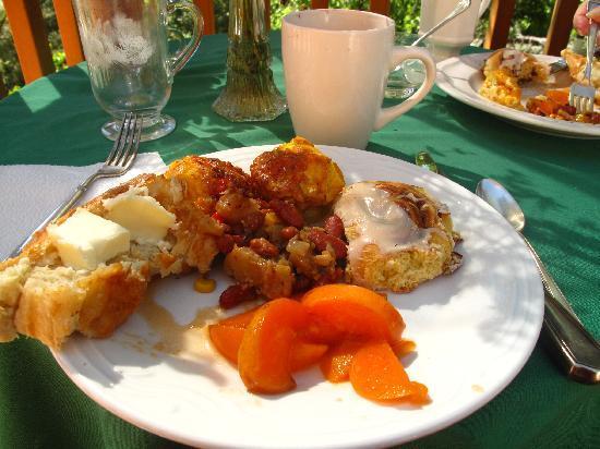 Pine Rose Inn : Yumm breakfast on the deck 6/12/10