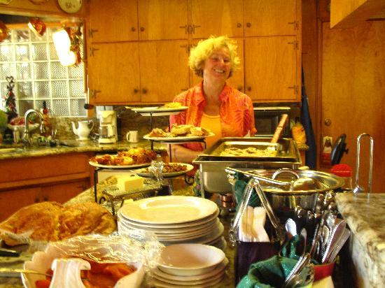 Pine Rose Inn: Anita, owner, makes great breakfasts every morning.