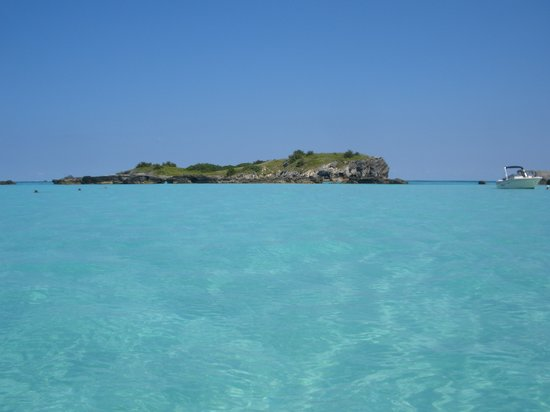 Hamilton Parish, Bermudy: Beautiful blue water of Castle Island