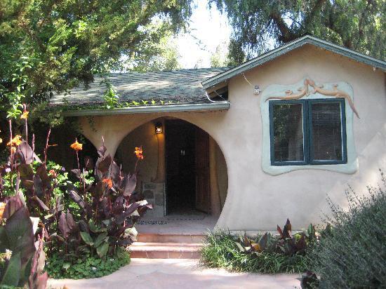 Emerald Iguana Inn: front porch