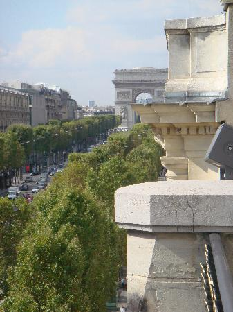 Paris Marriott Champs Elysees Hotel : view of the Arc de Triomphe from our balcony