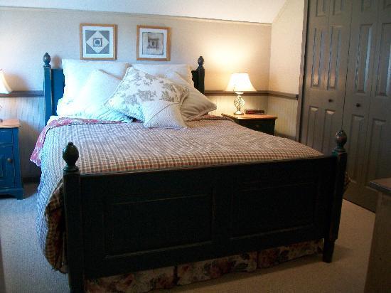 Leaning Tree Bed & Breakfast: Cozy one bedroom suite