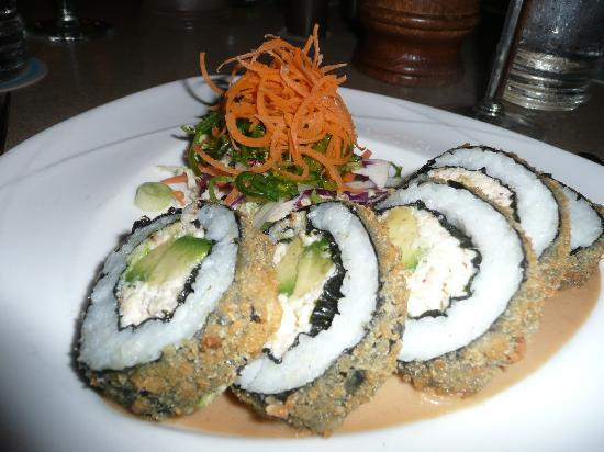 Sea House Restaurant: Great sushi roll to start