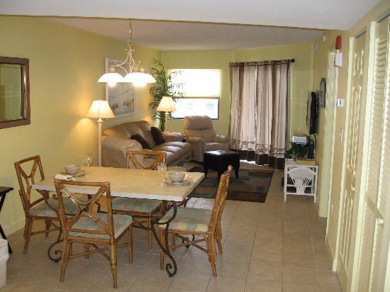 Vistas on the Gulf: Dining Room/Living Room #408