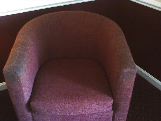 Beau Rivage Golf & Resort: filthy chair