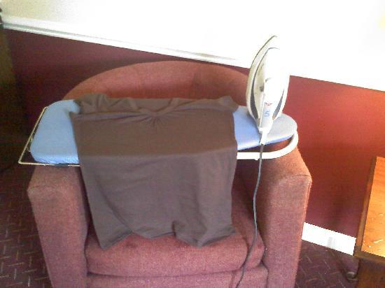 Beau Rivage Golf & Resort: mini ironing board