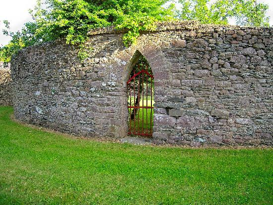 Darragh Cottages: Own Walled Garden