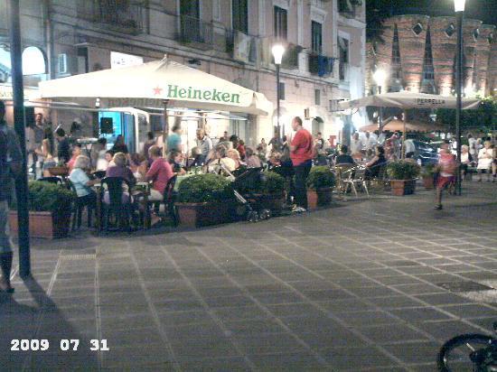 Vietri sul Mare, Italië: Piazzetta al tramonto, Vietri