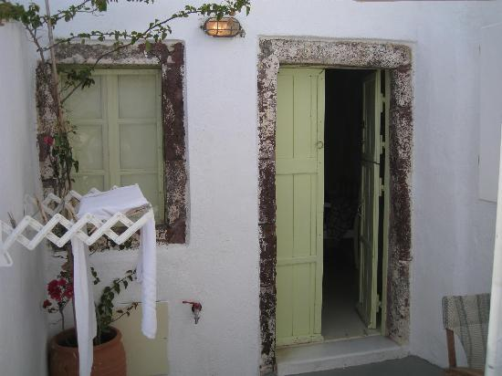 Old Oia Houses : Enterance to room