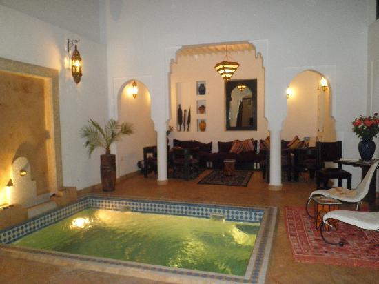 Riad Baba Ali: l'espace détente et la piscine