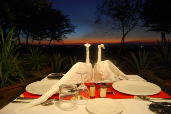 Stanley Safari Lodge: Excellent touches when we dined on our veranda
