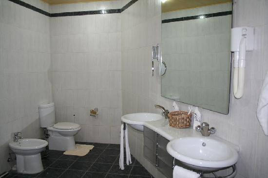 Ararat hotel: My Bathroom!