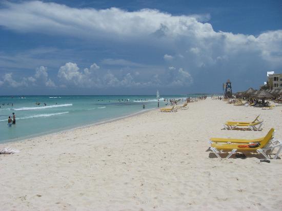 IBEROSTAR Paraiso Del Mar: The beach