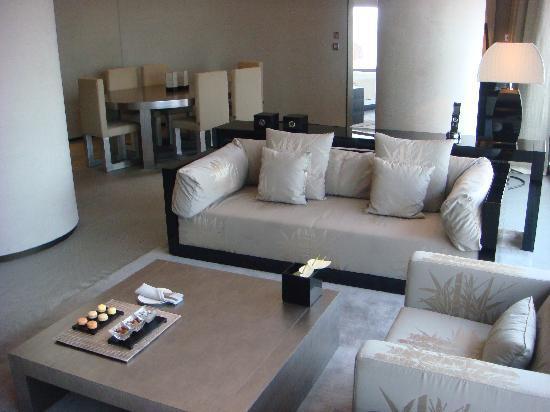 Armani Hotel Dubai: Wohnbereich