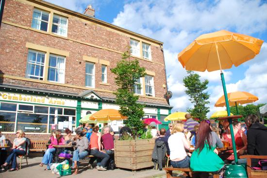 The Cumberland Arms: Outside in the Summer