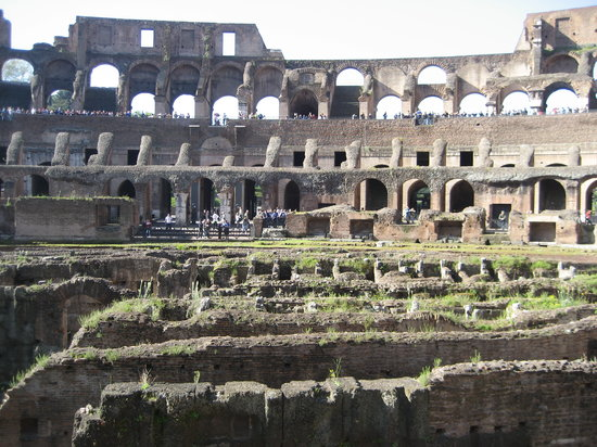 Rom, Italien: Walking into the arena
