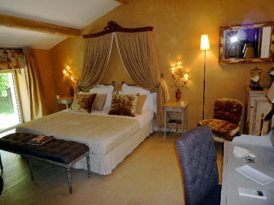 Le Domaine de Mejeans : Suite with pool view