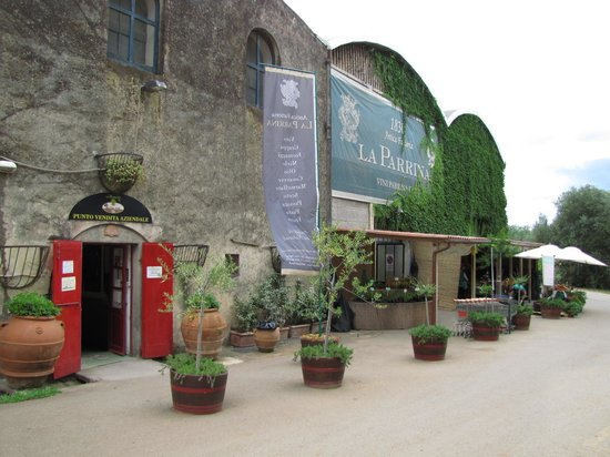 La Parrina's store and produce stand