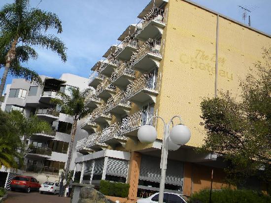Sullivans Hotel: side of hotel
