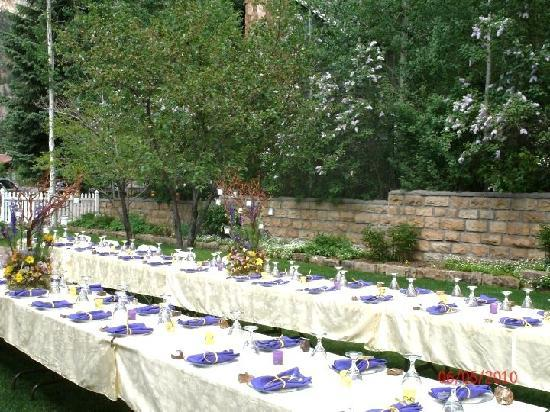 Secret Garden: The tables surrounded by lilacs!