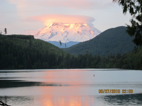 Mineral Lake Lodge: Sunset on Mt Rainier