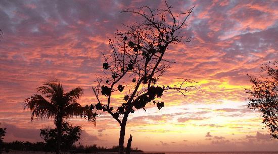 Hotel Riu Montego Bay: Mo'Bay beach at night