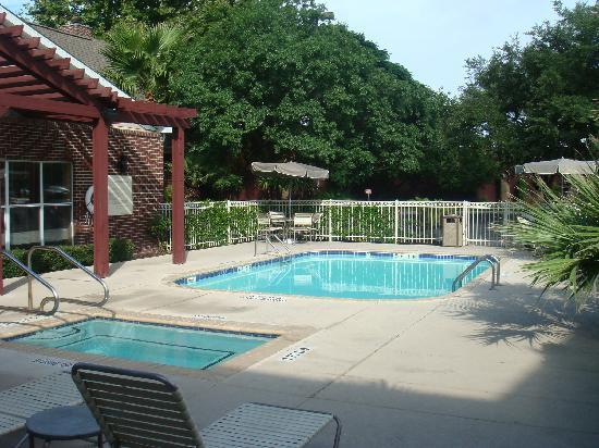Residence Inn San Antonio Downtown/Market Square : The pool area