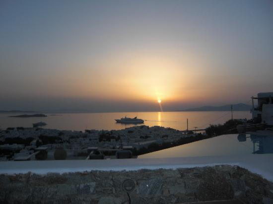 Vencia Hotel: sunset from our terrace