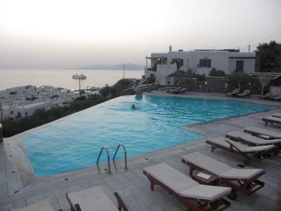 Vencia Hotel: the pool
