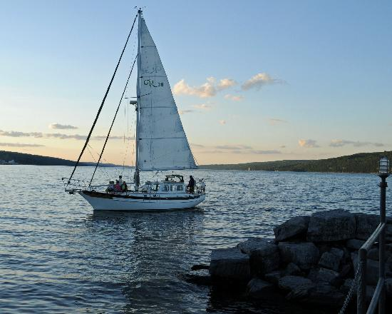 Magnolia Place: Sailboat on Lake Seneca