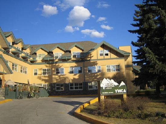 The YWCA Banff Hotel: Front of the hostel