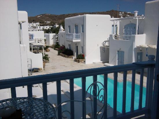 GT Suites: vue du balcon sur la piscine