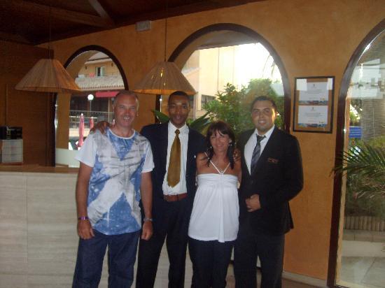 Luna Park Hotel : reception staff