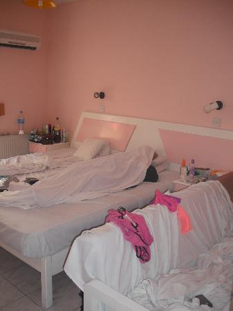 Paul Marie Apartments: bedroom with our extra bed pushed in