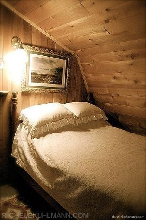 Betty Macdonald Farm: Sleep tight in the cozy, fresh comfort of the loft...