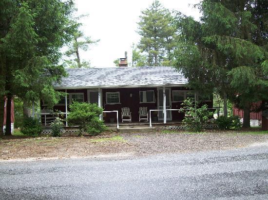 Highland Lake Inn & Resort Hendersonville: Our cabin