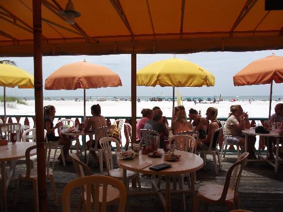 Frenchy's Rockaway Grill: Outdoor seating