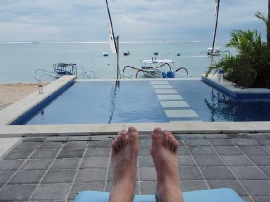 Mainski Lembongan Resort: from the mainski lounger, morning