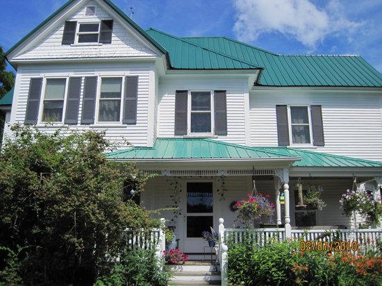 Hilltop Inn: front of inn