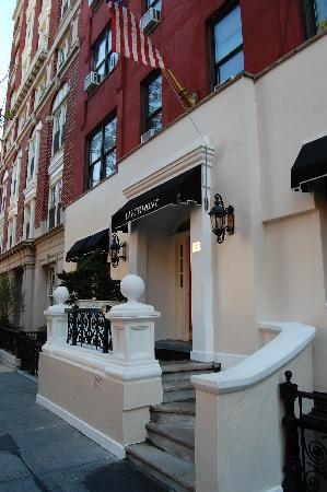 Larchmont Hotel: exterior