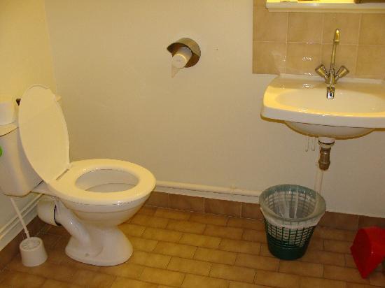 Hotel Club Font d'Urle: salle de bains sale