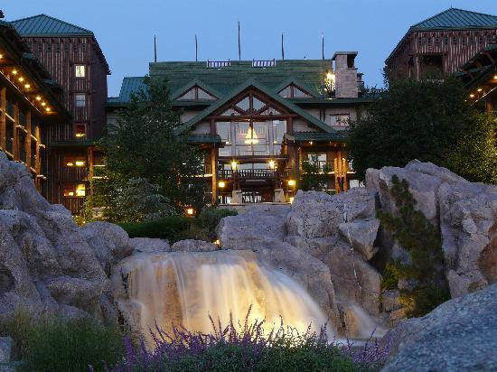 ‪‪Disney's Wilderness Lodge‬: early morning‬